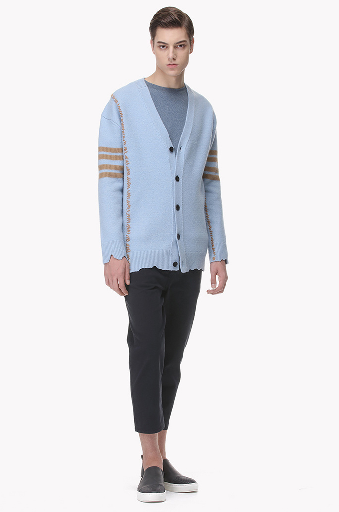 Irregular stitch line wool knit buttoned cardigan